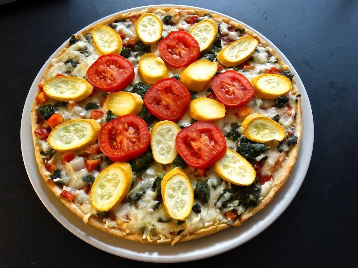Pizza végétarienne aux légumes bio du potager